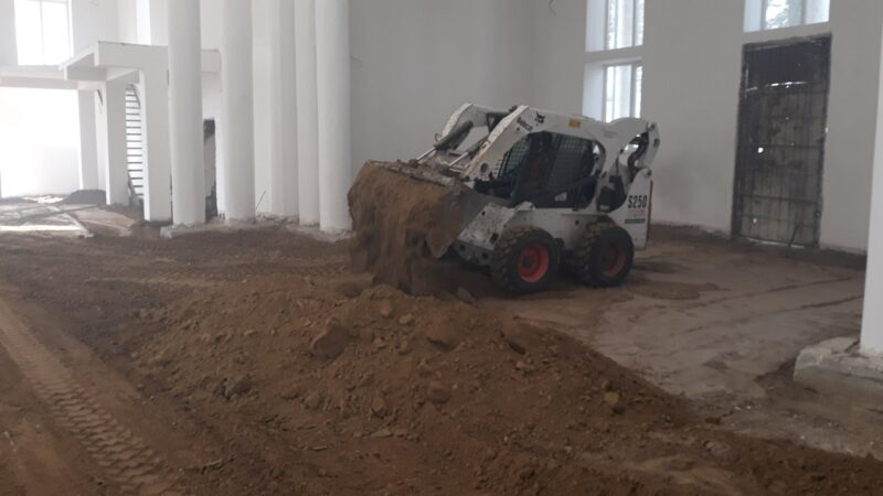 (ФОТО) В Вулканештском храме проводят засыпаку и трамбовку крунта