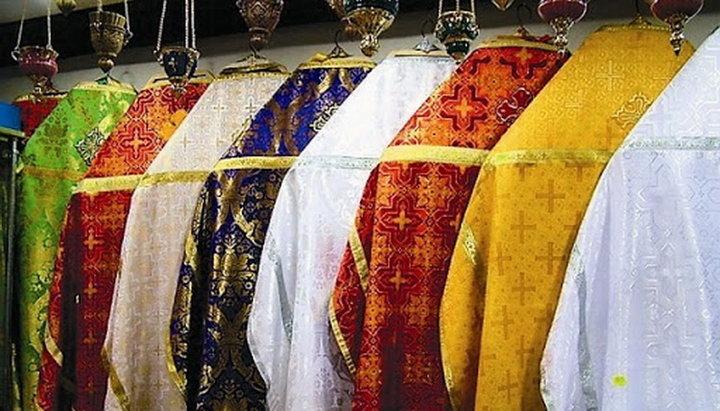 Священники часто меняют цвет облачений. Почему?