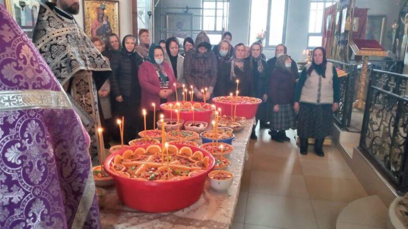 (ФОТО) В Казанском храме мун. Чадыр-Лунга совершили молебен Феодору Тирону и освятили коливо