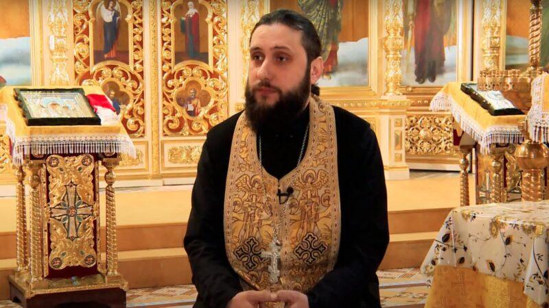 С прот. Василием Каракальчевым беседуем на ГРТ о празднике Пасхи