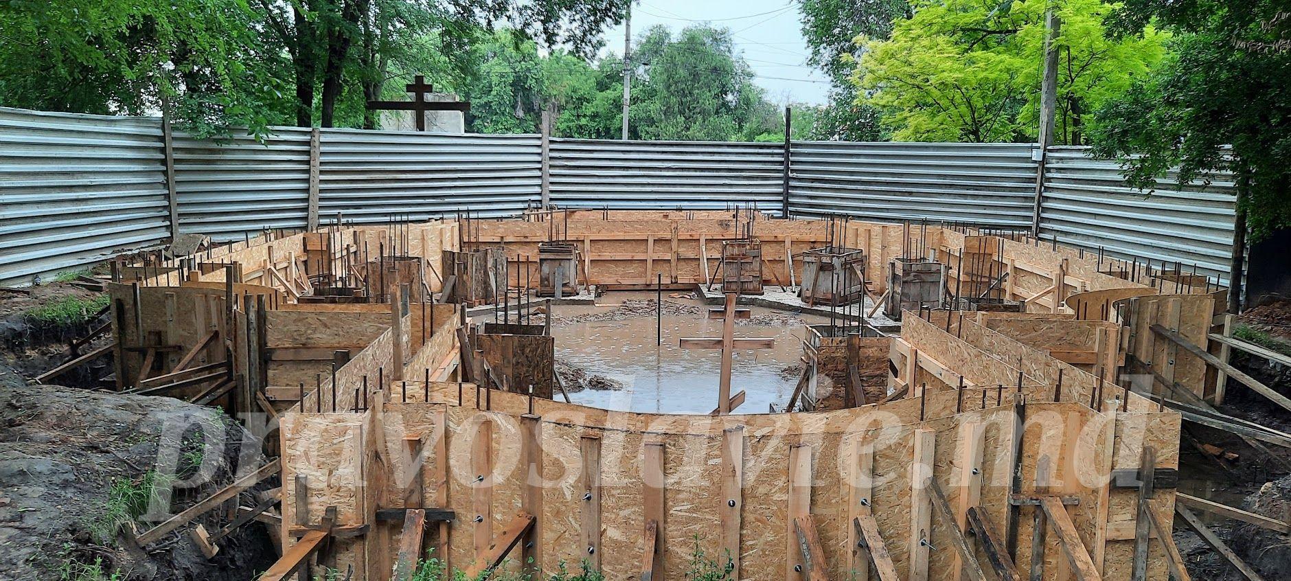 В Чадыр-Лунге продолжают возводить храм параклис