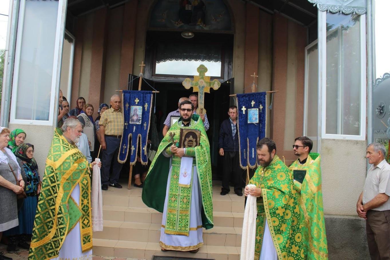 Свято-Троицкий храм в селе Дезгинжа отметил престольный праздник (курбан)