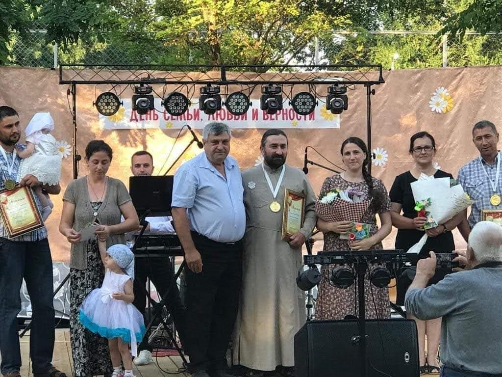 (ФОТО) В Светлом отметили День семьи, любви и верности концертной программой