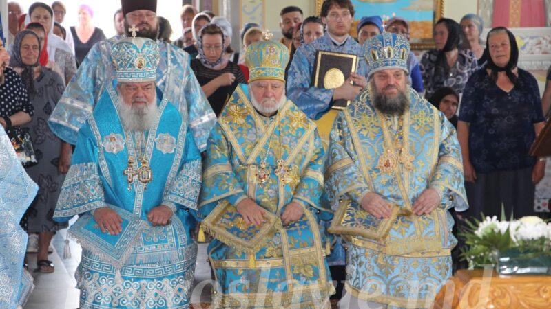 (ФОТО) В монастыре мун. Чадыр-Лунга прошла праздничная Литургия с участием трех архиереев