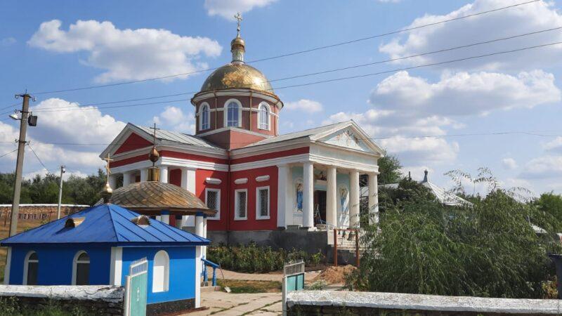 (ФОТО) В храме с. Казаклия продолжаются фасадные работы
