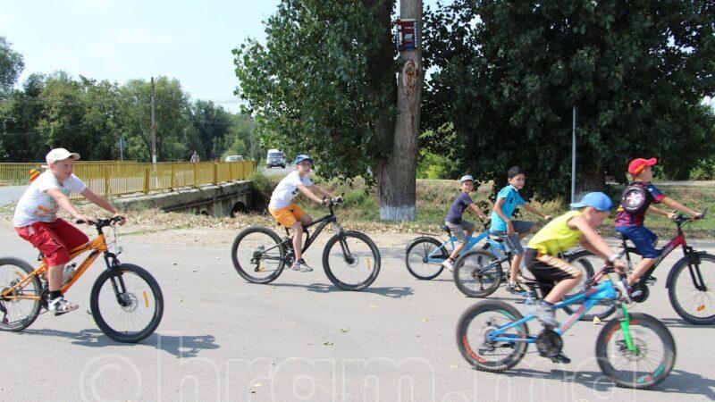 (ФОТО/ВИДЕО) В Чишмикиое прошел велопробег посвященный празднику храма